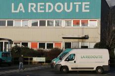 Les repreneurs de La Redoute, Nathalie Balla et Eric Courteille, ont annoncé mercredi une série de mesures de restructuration, dont la suppression de l'historique catalogue papier, avec l'objectif d'un retour à l'équilibre financier en 2017. /Photo prise le 14 janvier 2014/REUTERS/Pascal Rossignol
