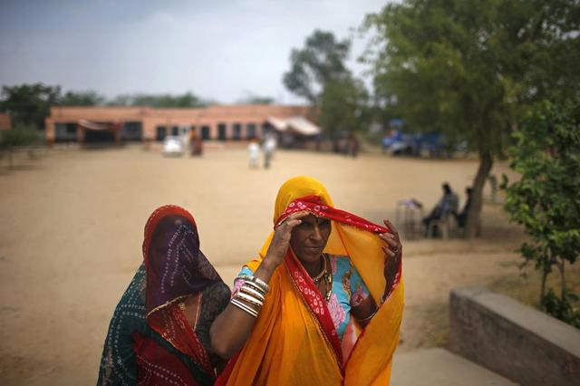 Women leave a polling station after casting their vote in Ajmer district in Rajasthan April 17, 2014. REUTERS/Ahmad Masood
