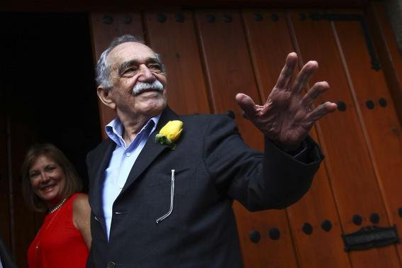 Colombian Nobel Prize laureate Gabriel Garcia Marquez greets journalists and neighbours on his birthday outside his house in Mexico City in this March 6, 2014 file photo. REUTERS/Edgard Garrido/Files