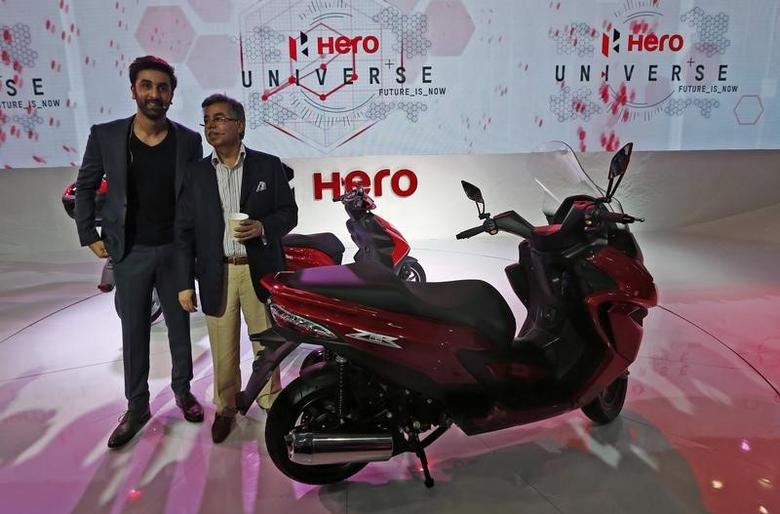 Pawan Munjal (R), managing director of Hero Honda Motors, and Bollywood actor Ranbir Kapoor stand next to a Hero ZIR 150cc scooter during an unveiling ceremony at the Indian Auto Expo in Greater Noida, on the outskirts of New Delhi February 6, 2014. REUTERS/Adnan Abidi/Files