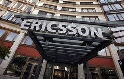 Ericsson affiche mercredi un bénéfice bien inférieur aux attentes des analystes au premier trimestre à 2,6 milliards de couronnes (286 millions d'euros), tout en faisant part d'une marge brute supérieure au consensus. /Photo d'archives/REUTERS/Bob Strong
