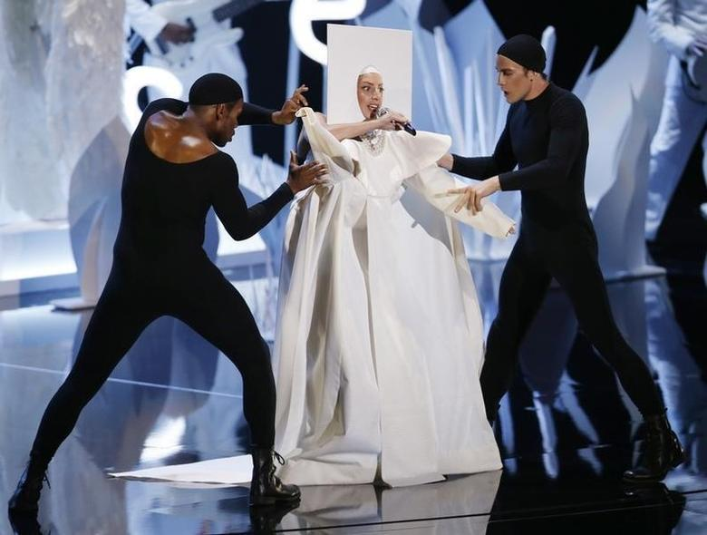 Lady Gaga performs during the 2013 MTV Video Music Awards in New York August 25, 2013. REUTERS/Eric Thayer/Files