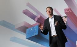 Le directeur général d'Ericsson Hans Vestberg. L'équipementier va divisera en deux sa division Network (réseau), dans la mesure où les technologies de communication reposent davantage sur les logiciels et sur internet. /Photo d'archives/REUTERS/Albert Gea