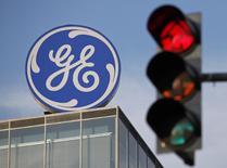Le titre General Electric figure au rang des valeurs à suivre ce jeudi à Wall Street, alors que selon l'agence Bloomberg, qui cite des sources au fait du dossier, le groupe américain serait en discussions pour racheter Alstom pour environ 13 milliards de dollars (9,4 milliards d'euros). /Photo d'archives/REUTERS/David W Cerny