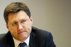 Министр энергетики Александр Новак на саммите Рейтер в Москве 3 декабря 2013 года. Минэнерго России оценило общие инвестиции в энергоснабжениеКрыма, зависимого от украинских поставок электроэнергии, вместе с развитиеминфраструктуры в южной энергосистеме РФ в 130 миллиардов рублей ($3,64 миллиарда), ожидая прихода частных инвесторов и обещая иммеханизм возврата вложений, сказал в интервью Рейтер министр энергетики Александр Новак. REUTERS/Grigory Dukor
