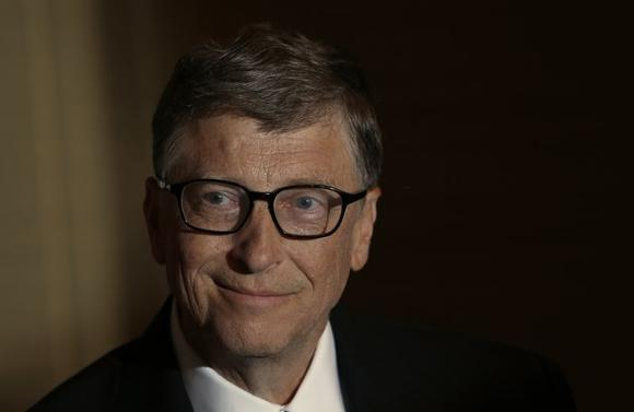 Bill Gates smiles during an interview with Reuters in Singapore April 6, 2014. REUTERS/Edgar Su/Files