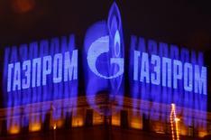 Le groupe gazier russe Gazprom a annoncé mardi une baisse de 7% de ses bénéfices en 2013 et averti que des sanctions occidentales liées à la crise ukrainienne risqueraient de perturber ses exportations vers l'Europe et d'affecter ses résultats /Photo d'archives/REUTERS/Alexander Demianchuk