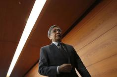 Le gouverneur de la Banque du Japon, Haruhiko Kuroda. La banque centrale a prévu mercredi pour la première fois une inflation à plus de 2% à un horizon de deux ans, marquant ainsi sa confiance dans la capacité du Japon à sortir de la déflation sans qu'elle ait à prendre de nouvelles mesures de soutien. /Photo prise le 30 avril 2014/REUTERS/Toru Hanai