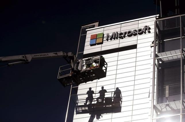 5月1日、IE不具合問題で、米マイクロソフトはXPについても緊急の改善策を提供すると明らかにした。写真は同社のロゴ。4月撮影(2014年 ロイター/Mikko Stig/Lehtikuva)