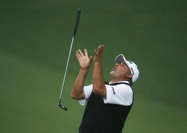 Angel Cabrera of Argentina flips his putter after missing a birdie putt on the second playoff hole during the 2013 Masters golf tournament at the Augusta National Golf Club in Augusta, Georgia, April 14, 2013. REUTERS/Mark Blinch