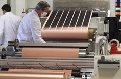 La croissance du secteur manufacturier européen a accéléré en avril à l'exception notable de la France où un tassement se fait sentir, selon les résultats des enquêtes PMI. /Photo d'archives/REUTERS/Régis Duvignau