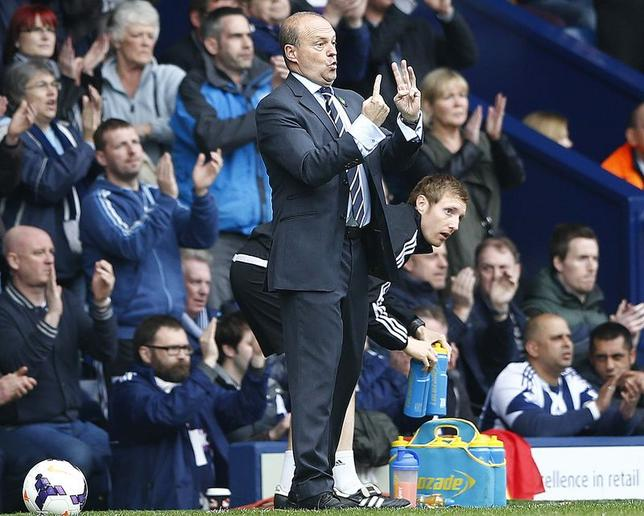 West Bromwich Albion's manager Pepe Mel gestures during their English Premier League soccer match against Tottenham Hotspur at the Hawthorns in West Bromwich, central England , April 12, 2014. REUTERS/Darren Staples