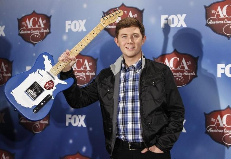 Singer Scotty McCreery poses with the breakthrough artist of the year award backstage during the 4th annual American Country Awards in Las Vegas, Nevada December 10, 2013.   REUTERS/Steve Marcus