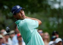 U.S. golfer Matt Kuchar hits his tee shot on the fourth hole during the final round of the Masters golf tournament at the Augusta National Golf Club in Augusta, Georgia April 13, 2014. REUTERS/Mike Blake