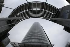 Штаб-квартира RWE в Эссене, 14 ноября 2013 года. Немецкий энергогигант RWE подписал соглашение с госнефтекомпанией Азербайджана (ГНКАР) об изучении потенциала нефти и газа на мелководной части побережья Каспийского моря в Азербайджане, сообщила RWE. REUTERS/Ina Fassbender