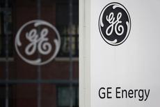 General Electric n'est pas en discussions avec le groupe japonais Toshiba sur les activités de distribution d'Alstom, a déclaré le porte-parole en France du groupe américain. Toshiba n'a pas exclu de participer à des opérations de fusions-acquisitions dans le domaine de l'énergie, sans pour autant confirmer son intérêt pour un rachat des activités de distribution d'Alstom si General Electric s'emparait des activités d'énergie du français. /Photo prise le 27 avril 2014/REUTERS/Vincent Kessler