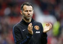 Manchester United's interim manager Ryan Giggs reacts during their English Premier League soccer match against Hull City at Old Trafford in Manchester, northern England May 6, 2014.  REUTERS/Darren Staples