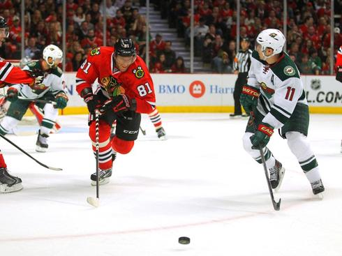 Blackhawks maintain home-ice streak to edge ahead