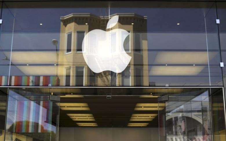 The Apple logo is pictured on the front of a retail store in the Marina neighborhood in San Francisco, California April 23, 2014. REUTERS/Robert Galbraith/Files