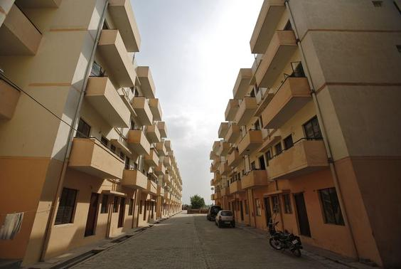 A general view of the Dinesh Nagar housing complex is pictured at Ghaziabad on the outskirts of New Delhi April 23, 2014. REUTERS/Anindito Mukherjee/Files