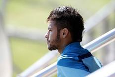 O atacante Neymar durante treino do time Barcelona nesta sexta-feira, perto de Barcelona. 16/05/2014 REUTERS/Albert Gea