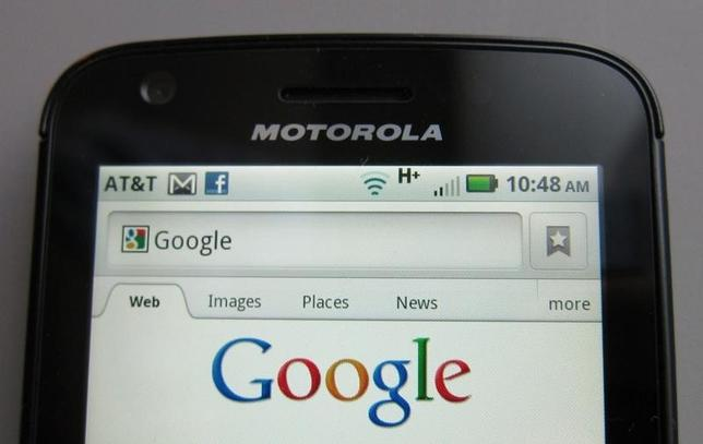 A Motorola Droid phone is seen displaying the Google search page in New York August 15, 2011. REUTERS/Brendan McDermid/Files