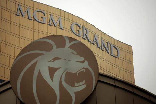 5月17日、米カジノ運営大手MGMリゾーツ・インターナショナルは、日本のカジノ推進法案が今秋の国会で通過すれば「2019年末までに大阪にカジノが誕生する可能性がある」との見方を示した。写真はマカオのMGMグランド。2011年2月撮影(2014年 ロイター/Tyrone Siu)