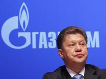 Глава Газпрома Алексей Миллер на ежегодной встрече акционеров компании в Москве 29 июня 2012 года. Российско-китайские переговоры о поставках газа увязли в обсуждении возможности предоплаты за дорогостоящие сибирские ресурсы, от которой зависит цена, сказали Рейтер три источника, близкие к переговорам. REUTERS/Maxim Shemetov