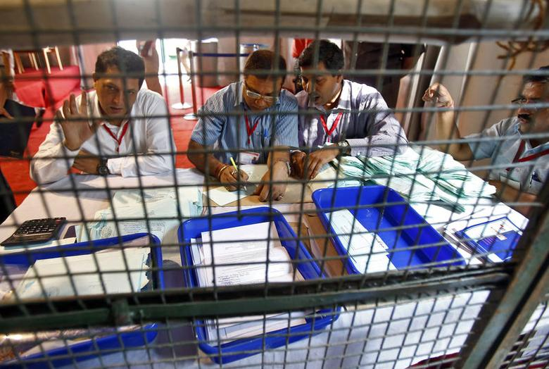 Polling officials count postal ballots at a counting centre in New Delhi May 16, 2014. REUTERS/Anindito Mukherjee