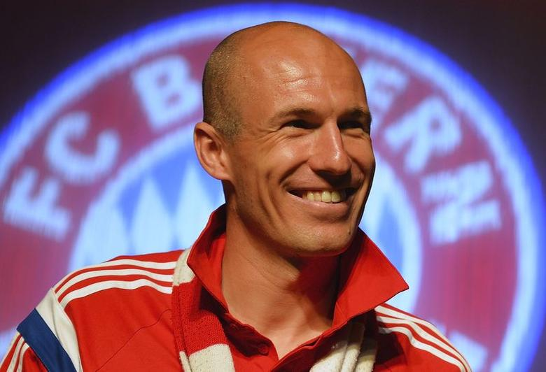 Bayern Munich's Arjen Robben smiles at the team's after-match party in Berlin, early May 18, 2014.  REUTERS/Stuart Franklin/Pool