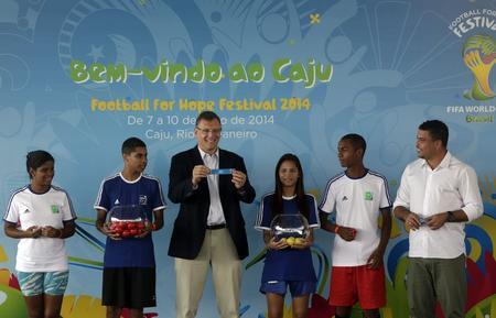 """La FIFA inaugura una """"Copa del Mundo Social"""" en Brasil"""