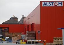 Alstom ne donnera pas à Siemens plus d'informations sur sa branche d'énergie que celles déjà fournies à General Electric, auteur d'une proposition d'achat de 17 milliards de dollars (12,35 milliards d'euros), selon une source française proche du dossier. /Photo d'archives/REUTERS/Vincent Kessler