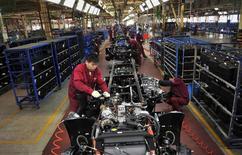 Le secteur industriel chinois a enregistré en mai sa meilleure performance en cinq mois mais il reste toutefois en contraction, selon l'indice PMI HSBC. /Photo prise le 5 mai 2014/REUTERS