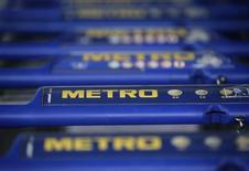 Тележки в магазине Metro в Санкт-Августине 23 марта 2012 года. Глава германской Metro AG Олаф Кох сказал в четверг, что ритейлер думает расширять свое присутствие в России, несмотря на разногласия Москвы и Запада из-за кризиса на Украине. Wolfgang Rattay / Reuters