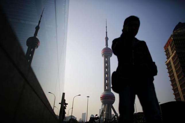 5月26日、米国が国内企業にサイバー攻撃を行って秘密を盗んだとして中国軍関係者を訴追したことで、米企業に対する中国の風当たりが強まっている。写真は3月、上海で撮影(2014年 ロイター/Carlos Barria)