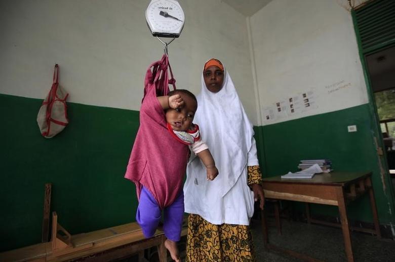 An internally displaced child is weighed at Banadir Hospital in Mogadishu September 28, 2013. REUTERS/Omar Faruk