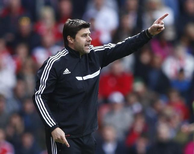 Southampton manager Mauricio Pochettino reacts during their English Premier League soccer match against Everton at St Mary's stadium in Southampton, southern England April 26, 2014. REUTERS/Eddie Keogh