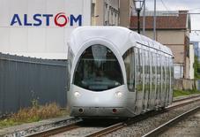 General Electric et Siemens ont défendu mardi à l'Assemblée nationale leurs projets de rachat de la branche énergie d'Alstom, assurant chacun que les activités ferroviaires du groupe français en sortiraient renforcées. /Photo prise le 25 avril 2014/REUTERS/Robert Pratta