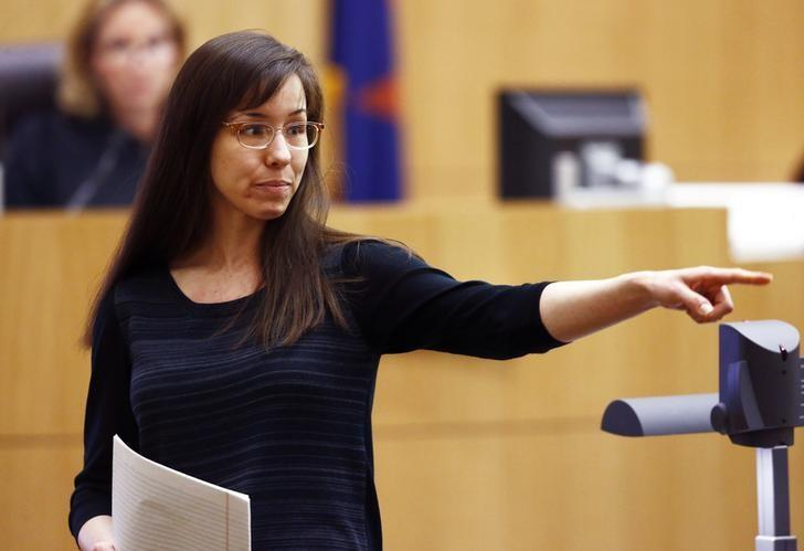 Jodi Arias points to her family as a reason for the jury to give her a life in prison sentence instead of the death penalty during the penalty phase of her murder trial at Maricopa County Superior Court in Phoenix, Arizona May 21, 2013.  REUTERS/Rob Schumacher/Arizona Republic/Pool