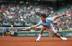 Novak Djokovic of Serbia hits a return to Joao Sousa of Portugal during their men's singles match at the French Open tennis tournament at the Roland Garros stadium in Paris May 26, 2014.          REUTERS/Gonzalo Fuentes