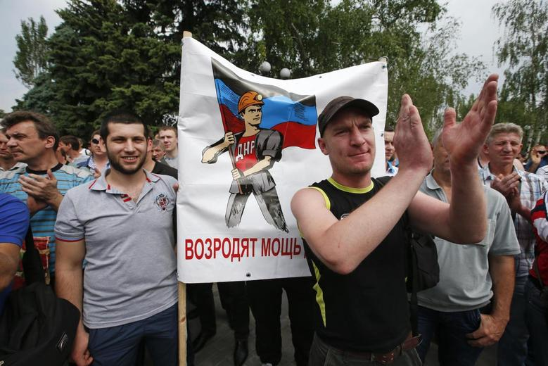 Miners rally in favor of separatists in eastern...
