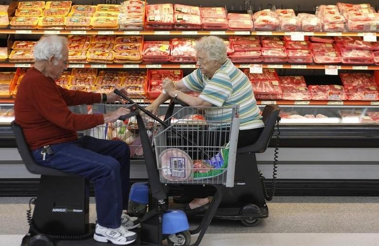 Customers shop for meat at Wal-Mart in Rogers, Arkansas, June 4, 2009.  REUTERS/Jessica Rinaldi