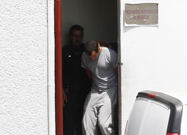 Andrew Tahmooressi is escorted out of a court house in Tijuana May 28, 2014. REUTERS/Jorge Duenes