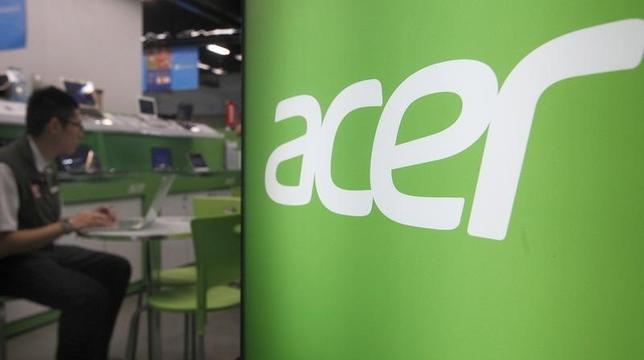 A shop attendant sits in an Acer booth in a computer mall in Taipei March 19, 2013. REUTERS/Pichi Chuang