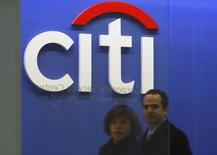 Employees walk through the Citigroup headquarters in New York, November 24, 2008.  REUTERS/Brendan McDermid