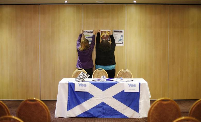 Volunteers hang campaign signs before a ''Yes'' campaign meeting at the Fenwick Hotel in Kilmarnock, Scotland March 25, 2014. REUTERS/Suzanne Plunkett
