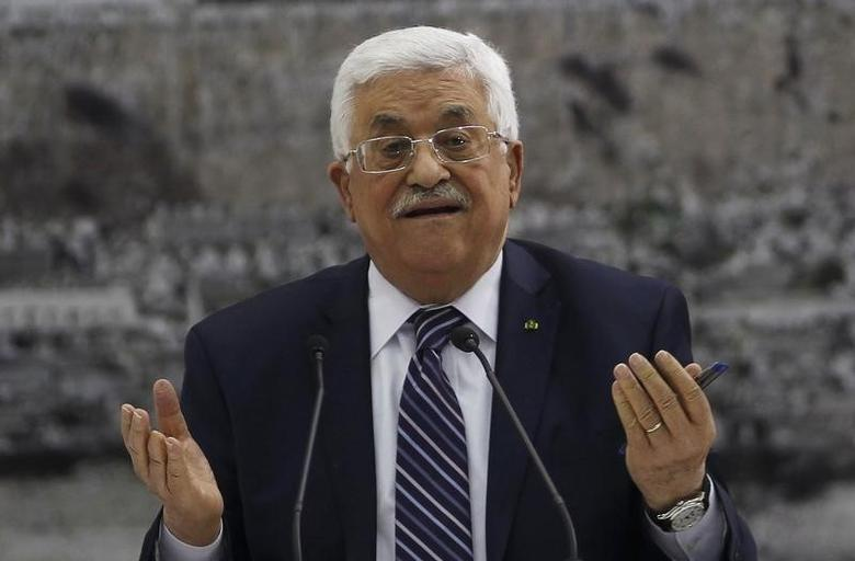 Palestinian President Mahmoud Abbas attends a meeting with Palestinian leadership in the West Bank City of Ramallah April 1, 2014.  REUTERS/Mohamad Torokman
