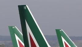 """Alitalia a reçu une lettre """"positive"""" d'Etihad Airways concernant les modalités d'une fusion, a déclaré dimanche le ministre italien des Transports, Maurizio Lupi. /Photo d'archives/ REUTERS/Max Rossi"""