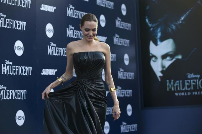 Cast member Angelina Jolie poses at the premiere of ''Maleficent'' at El Capitan theatre in Hollywood, California May 28, 2014. The movie opens in the U.S. on May 30.   REUTERS/Mario Anzuoni
