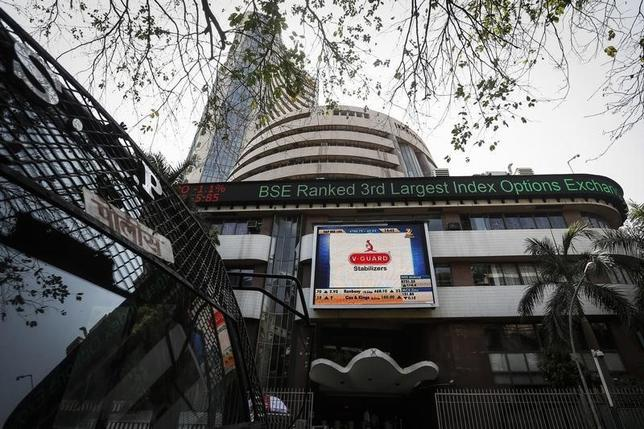 The Bombay Stock Exchange (BSE) building is pictured next to a police van in Mumbai April 9, 2014. REUTERS/Danish Siddiqui/Files